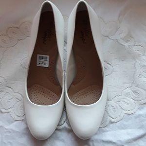 New white heels Dexflex comfort